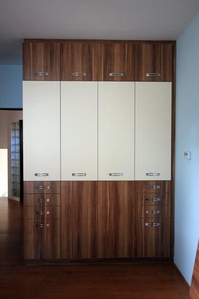 egyedi beépített szekrény