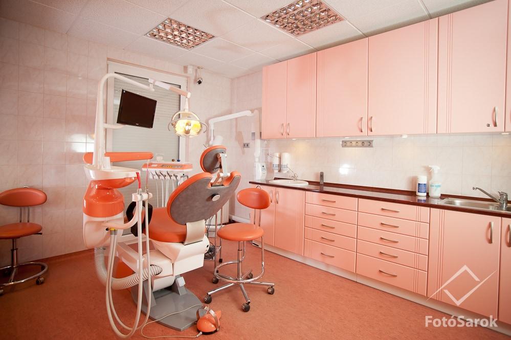 Festett fogorvosi rendelő bútor Budapest