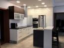 magasfényű acryl és színfurnézozott konyhabútor