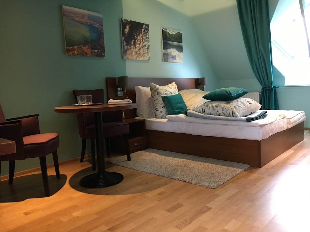 Egyedi hotel bútor