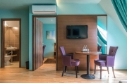 Egyedi hotel bútor médiafal